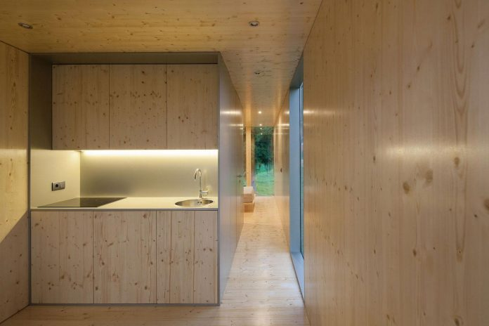 mima-light-minimal-modular-construction-seems-levitate-ground-due-lining-base-mirrors-12