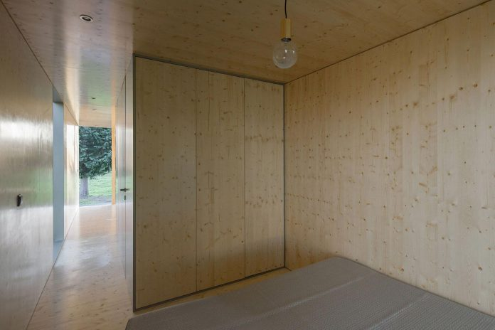 mima-light-minimal-modular-construction-seems-levitate-ground-due-lining-base-mirrors-16