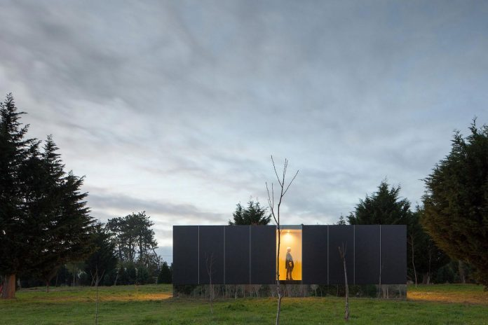 mima-light-minimal-modular-construction-seems-levitate-ground-due-lining-base-mirrors-21