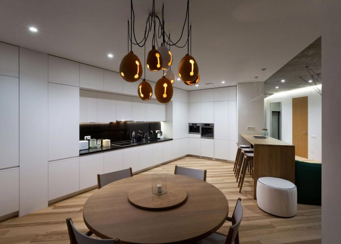 minimalist-apartment-interior-design-although-practical-functional-no-unnecessary-structures-eating-space-12