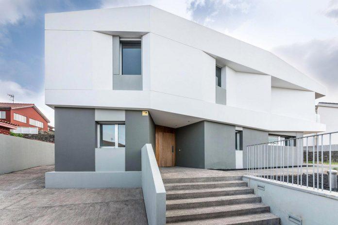 minimalist-house-close-golf-club-bandama-gran-canaria-02