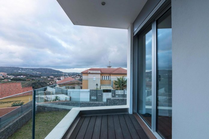 minimalist-house-close-golf-club-bandama-gran-canaria-04