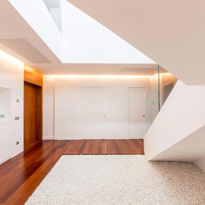 minimalist-house-close-golf-club-bandama-gran-canaria-07