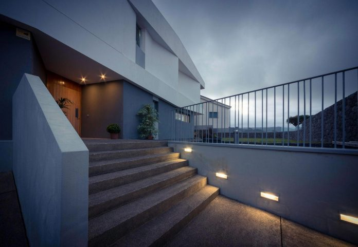 minimalist-house-close-golf-club-bandama-gran-canaria-16