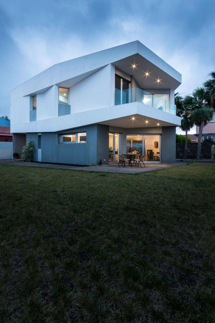 minimalist-house-close-golf-club-bandama-gran-canaria-17