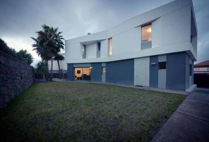 minimalist-house-close-golf-club-bandama-gran-canaria-18