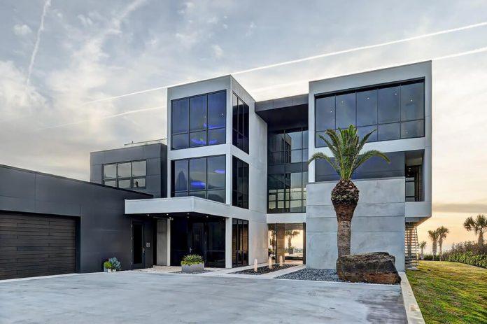 Modern 6200 Square Foot Beach House Located Atlantic