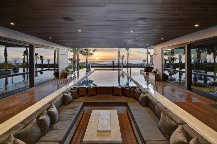 modern-6200-square-foot-beach-house-located-atlantic-beach-north-carolina-03