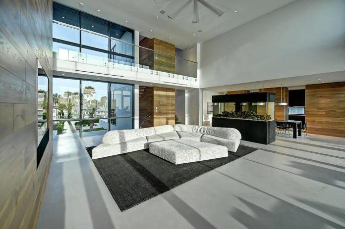 modern-6200-square-foot-beach-house-located-atlantic-beach-north-carolina-08