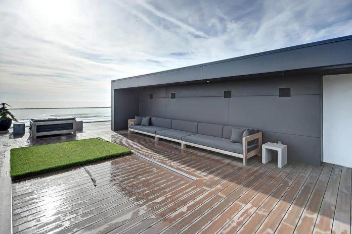 modern-6200-square-foot-beach-house-located-atlantic-beach-north-carolina-15