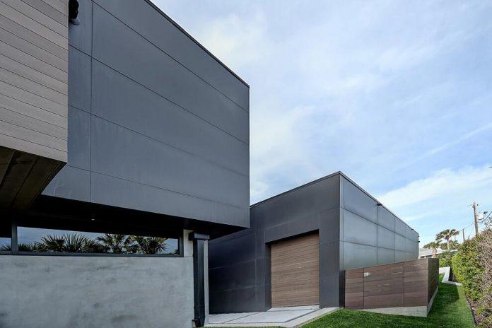 modern-6200-square-foot-beach-house-located-atlantic-beach-north-carolina-19