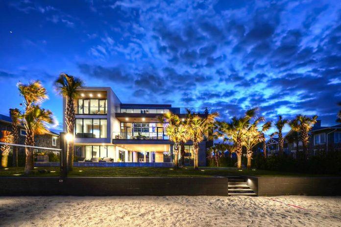 modern-6200-square-foot-beach-house-located-atlantic-beach-north-carolina-21