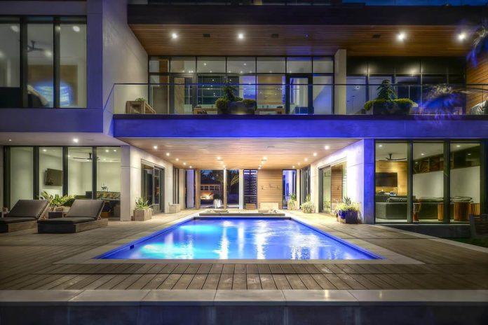 modern-6200-square-foot-beach-house-located-atlantic-beach-north-carolina-22