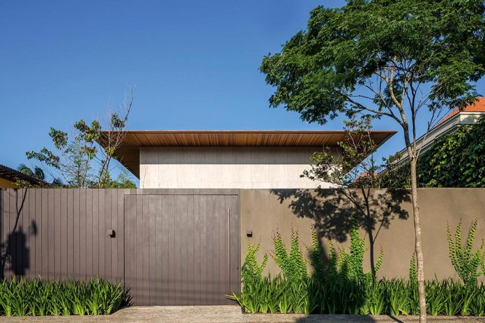 modern-engineering-using-natural-materials-open-surroundings-light-also-full-shadows-residence-sao-paulo-01