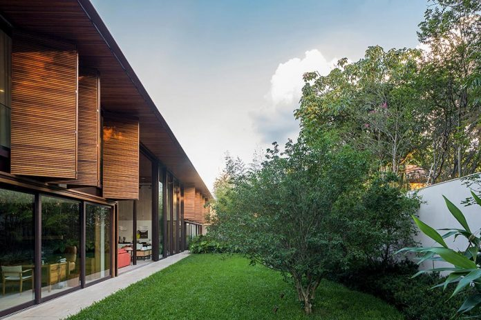 modern-engineering-using-natural-materials-open-surroundings-light-also-full-shadows-residence-sao-paulo-06