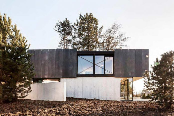 modern-house-riehen-made-glass-concrete-wood-metal-serve-designed-reuter-raeber-architects-01
