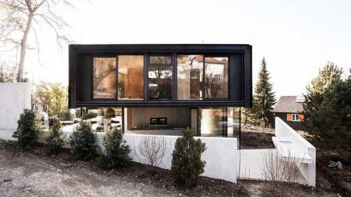 modern-house-riehen-made-glass-concrete-wood-metal-serve-designed-reuter-raeber-architects-02