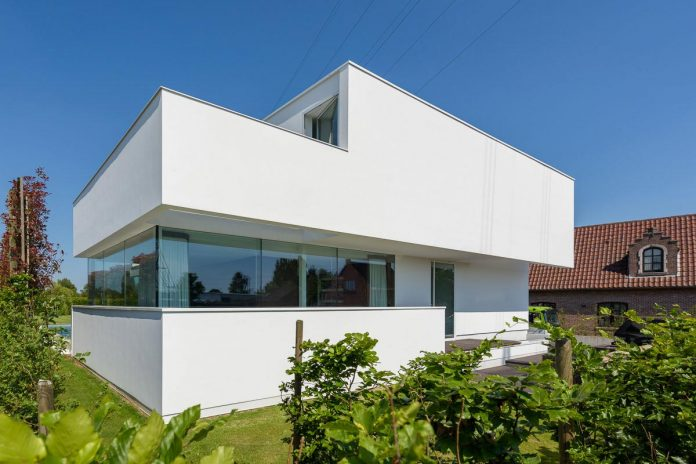 P8 architecten design the lnt house a contemporary two Modern two story homes
