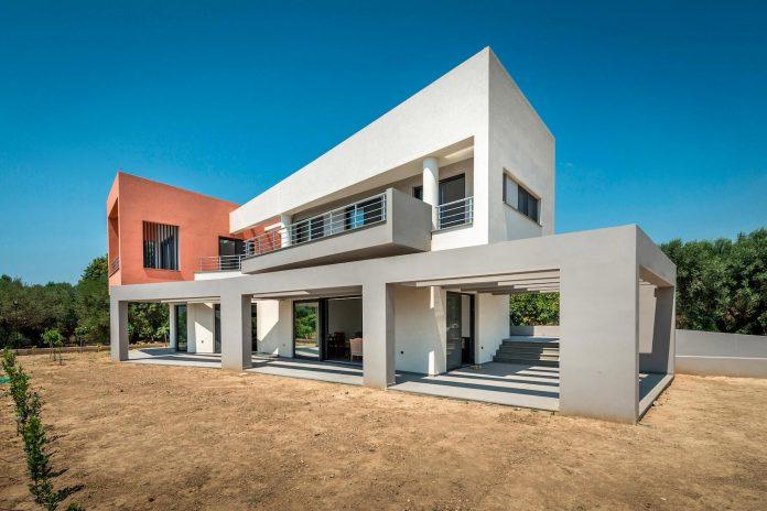 pentagonal-shaped-home-designed-barlas-architects-01