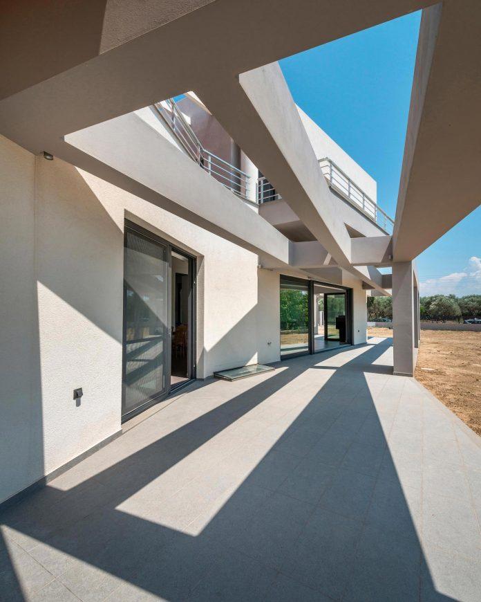 pentagonal-shaped-home-designed-barlas-architects-02