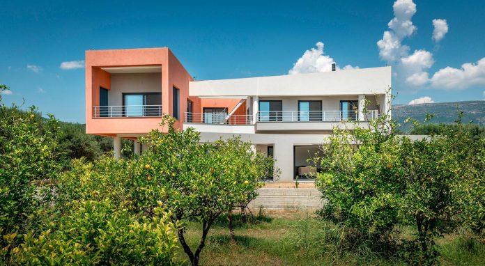 pentagonal-shaped-home-designed-barlas-architects-04