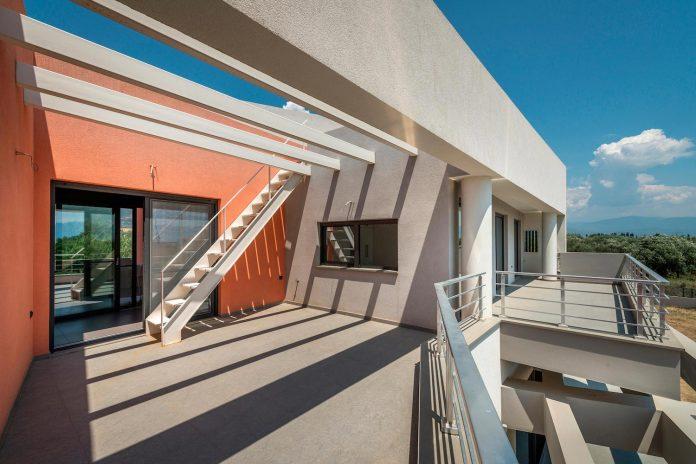 pentagonal-shaped-home-designed-barlas-architects-05