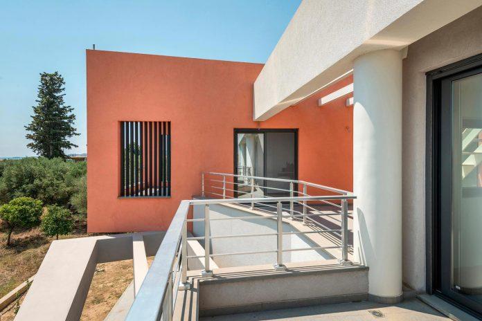 pentagonal-shaped-home-designed-barlas-architects-06