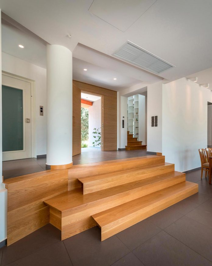 pentagonal-shaped-home-designed-barlas-architects-07