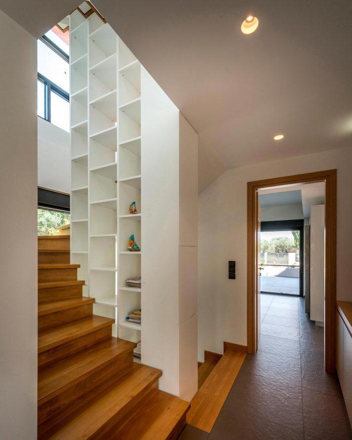 pentagonal-shaped-home-designed-barlas-architects-08