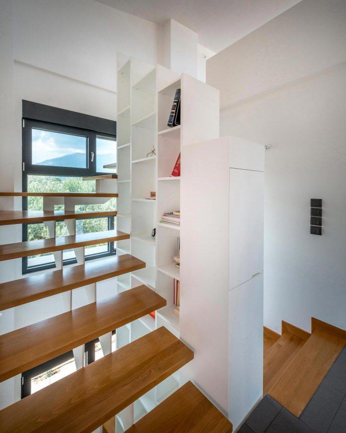 pentagonal-shaped-home-designed-barlas-architects-09