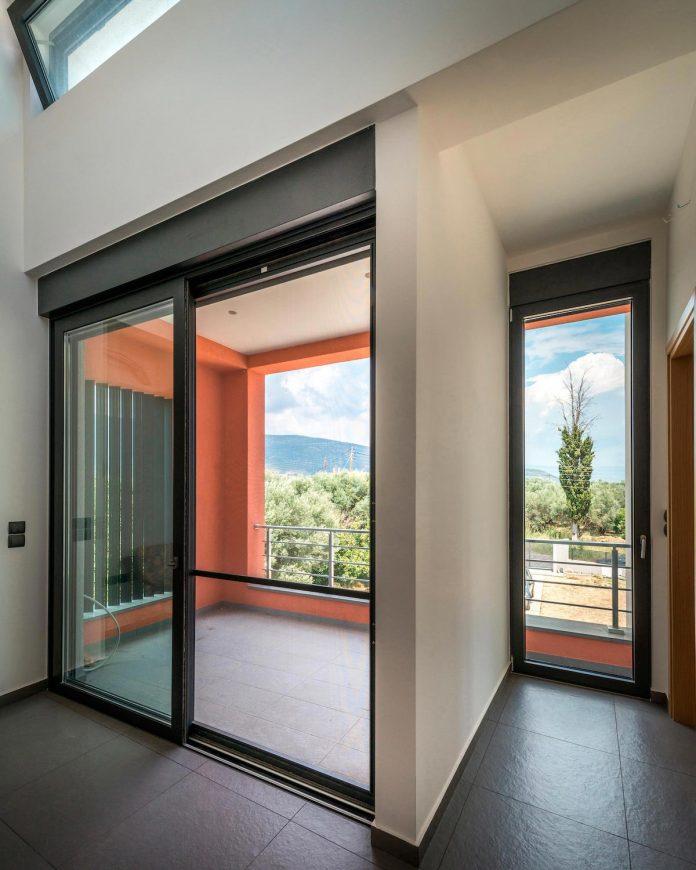 pentagonal-shaped-home-designed-barlas-architects-10