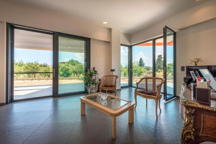 pentagonal-shaped-home-designed-barlas-architects-11