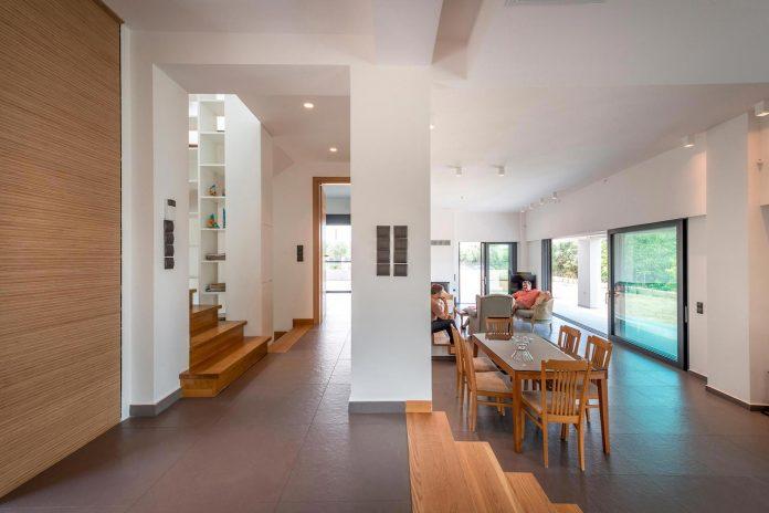pentagonal-shaped-home-designed-barlas-architects-12