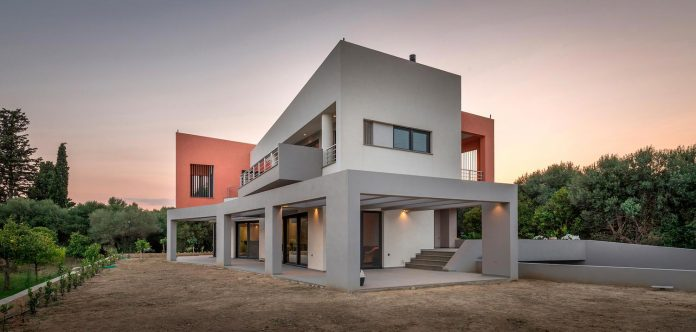 pentagonal-shaped-home-designed-barlas-architects-14