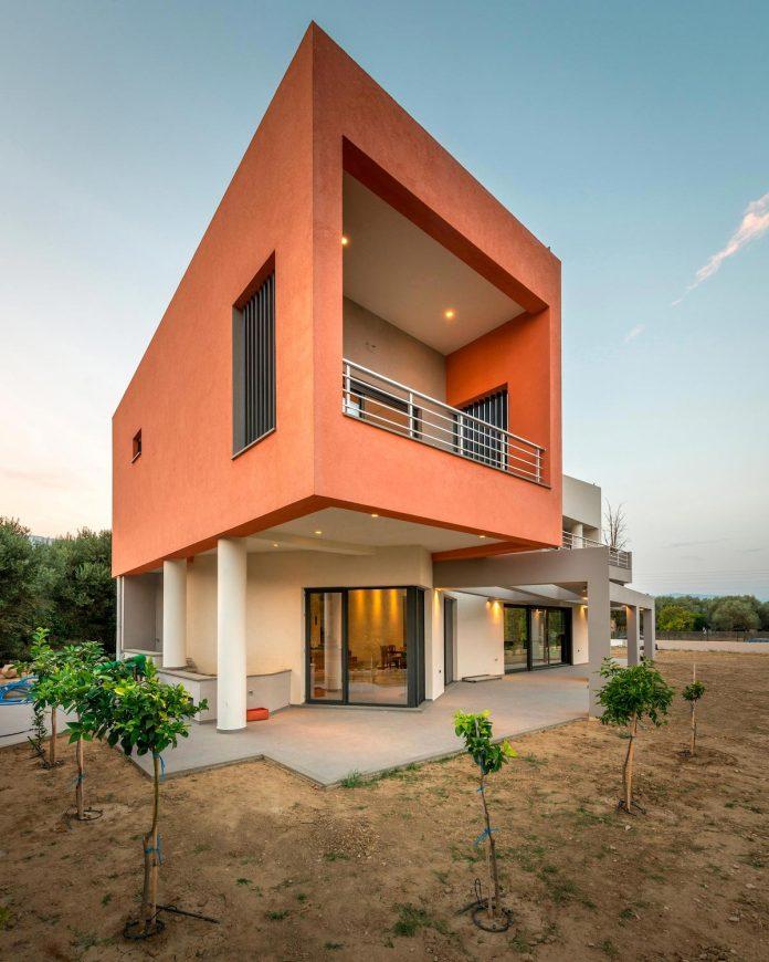 pentagonal-shaped-home-designed-barlas-architects-15