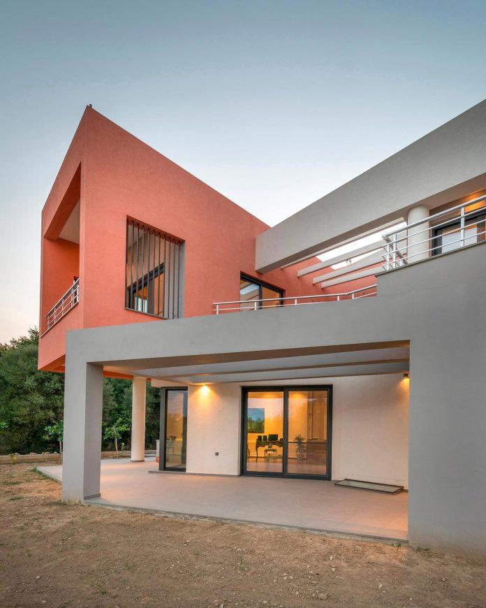 pentagonal-shaped-home-designed-barlas-architects-17