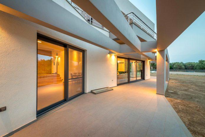 pentagonal-shaped-home-designed-barlas-architects-18