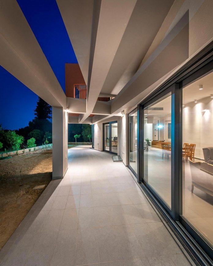 pentagonal-shaped-home-designed-barlas-architects-23