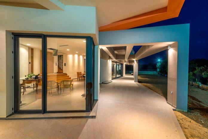 pentagonal-shaped-home-designed-barlas-architects-24