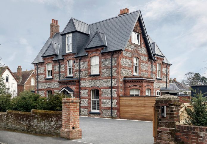 pilots-house-renovation-19th-century-original-winchester-villas-built-using-fine-brick-work-flint-masonry-01