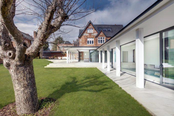 pilots-house-renovation-19th-century-original-winchester-villas-built-using-fine-brick-work-flint-masonry-02