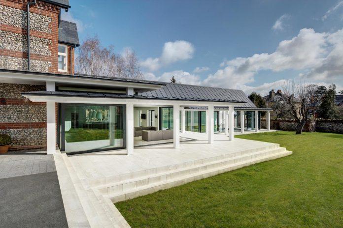 pilots-house-renovation-19th-century-original-winchester-villas-built-using-fine-brick-work-flint-masonry-03