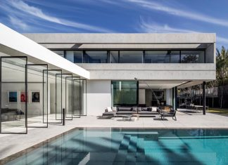 Pitsou Kedem Architects designed The S House, a concrete home with a modern look made by clean lines