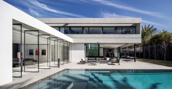 pitsou-kedem-architects-designed-s-house-concrete-home-modern-look-made-clean-lines-09