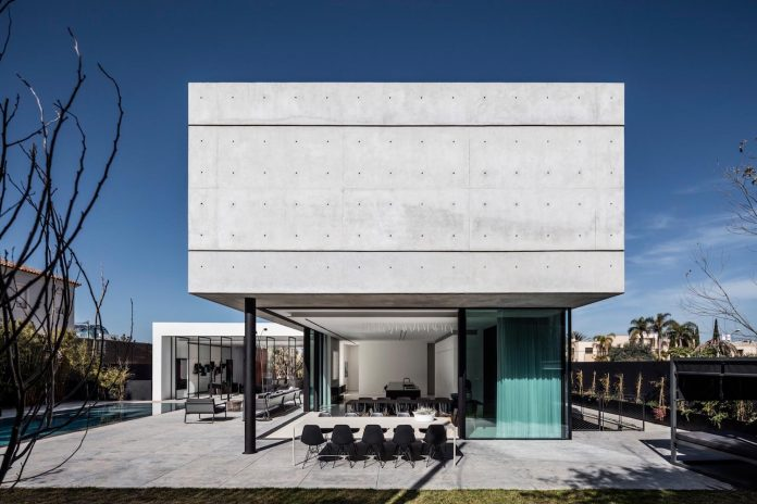 pitsou-kedem-architects-designed-s-house-concrete-home-modern-look-made-clean-lines-10