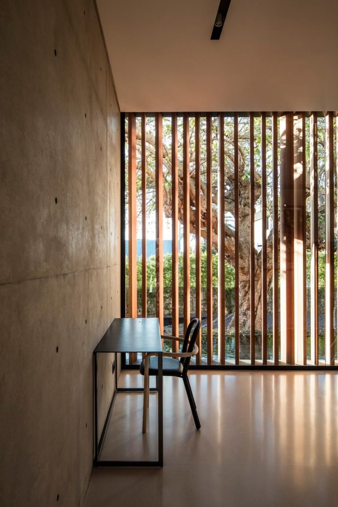 pitsou-kedem-architects-designed-s-house-concrete-home-modern-look-made-clean-lines-12