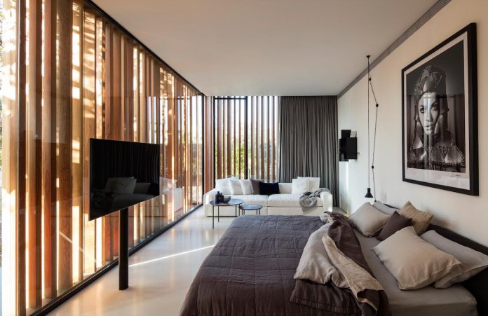 pitsou-kedem-architects-designed-s-house-concrete-home-modern-look-made-clean-lines-13