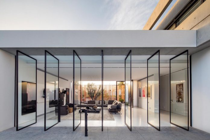 pitsou-kedem-architects-designed-s-house-concrete-home-modern-look-made-clean-lines-16