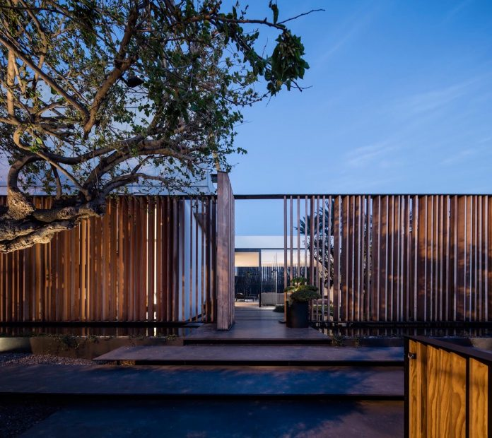 pitsou-kedem-architects-designed-s-house-concrete-home-modern-look-made-clean-lines-20