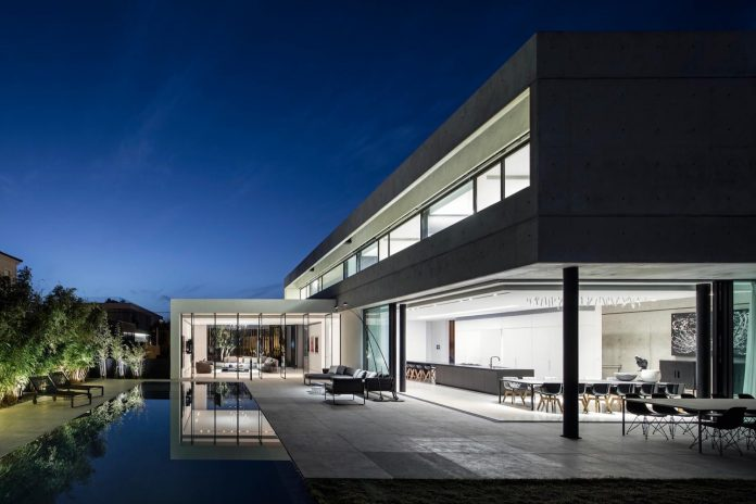 pitsou-kedem-architects-designed-s-house-concrete-home-modern-look-made-clean-lines-22